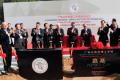 (g à d) Président du Technion Peretz Lavie; République populaire de Chine (RPC) vice-ministre de la Science et de la Technologie Cao Jianlin; Israël Ministre de la Science, de la Technologie et de l'espace Ofir Akunis; Gouverneur de Guangdong Zhu Xiaodan; Ancien Président Israélien Shimon Peres; Secrétaire du PCC comité de province du Guangdong Hu Chunhua; Président de la fondation Li Ka Shing M. Li Ka-shing; République populaire de Chine vice-ministre de l'Education Hao Ping.