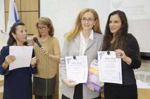 Légende : Sarah Cohen, Peggy Cohen (micro), Esther Amar CEO of Israel Science Info, Daphna Nissenbaum, CEO of TIPA
