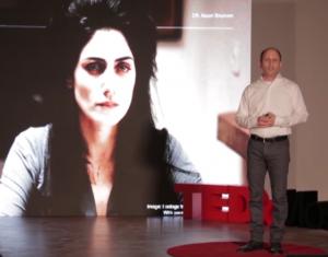 Le Dr.Noam Shomron présentant sa nouvelle méthode et évoquant l'actrice israélienne Ronit Elkabetz, décédée à 51 ans d'un cancer du sein