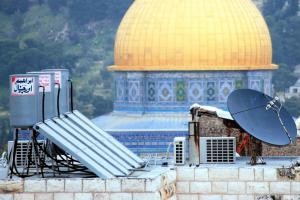 Les mosquées de l'esplanade du Temple à Jérusalem utilisent des systèmes de chauffe-eau solaires (Doud Shemesh), une technologie inventée en Israël