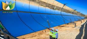 Les collecteurs de chaleur solaire sont paraboliques pour concentrer les rayons lumineux