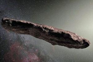 L'astéroïde Oumuamua représenté sous la forme d'un cigare. Mais il pourrait tout aussi bien être plat et fin comme une crêpe