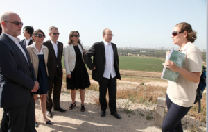 La délégation EELV organisée par Elnet visite le site Hiriyah, ancienne décharge reconvertie en l'un des plus grands parcs urbains au monde, qui comprend plusieurs installations de recyclage