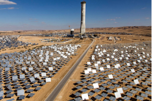 The Tower of Power energy project in Ashalim (Photo courtesy of BrightSource Energy)
