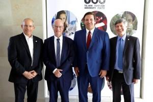 De d. à g. : Prof. Raanan Rein, Ron de Santis, le Prof. Ariel Porat et le Prof. Moshe Zviran